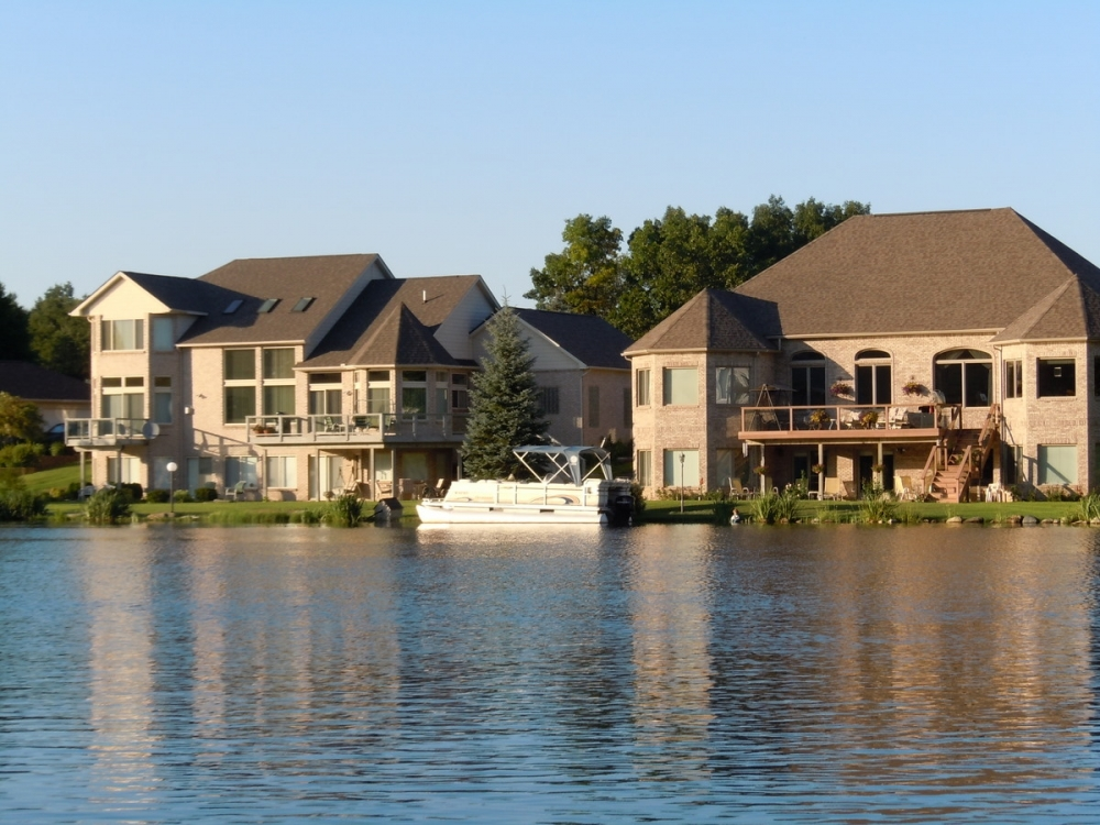 Russ ravary with russ ravary oakland county lakefront for Lake front homes