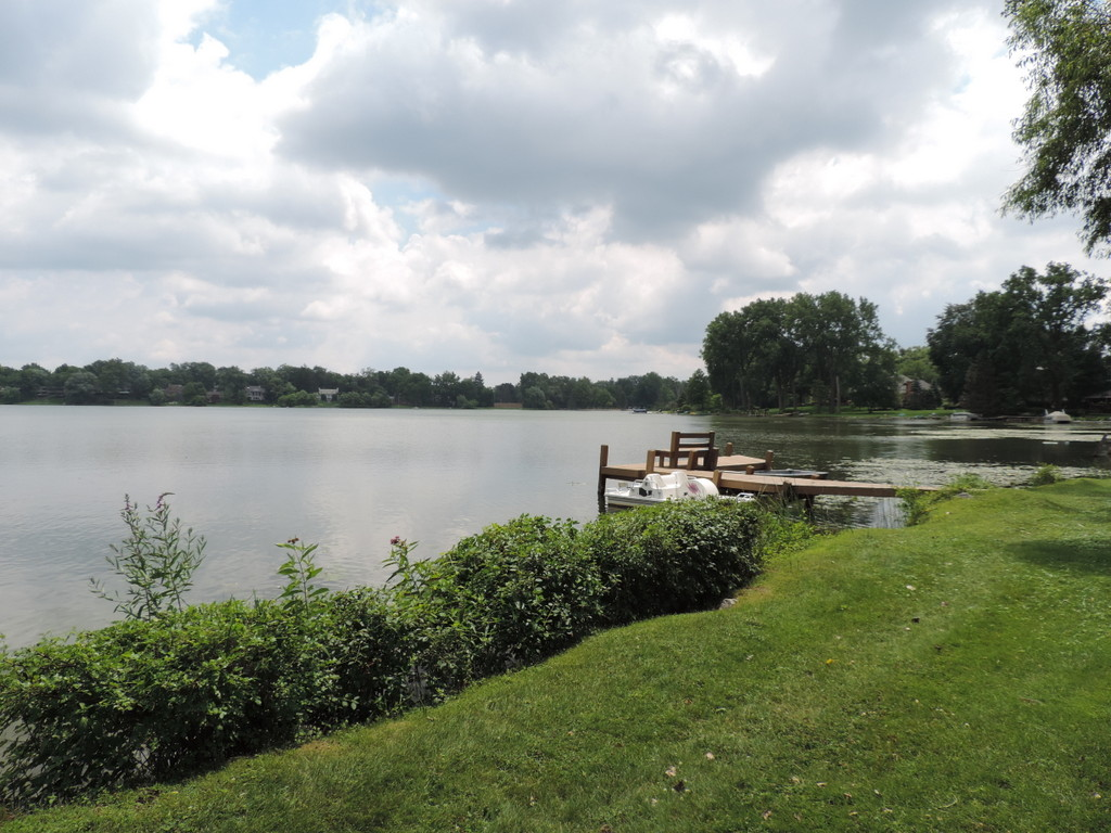 Bloomfield Hills Lakefront Property For Sale